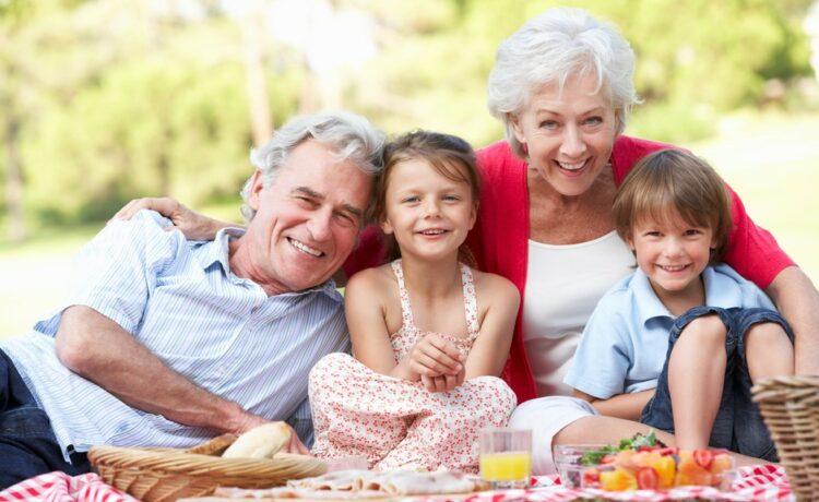 Babičky môžu rozmaznávať, ovýchovu by sa mali postarať rodičia