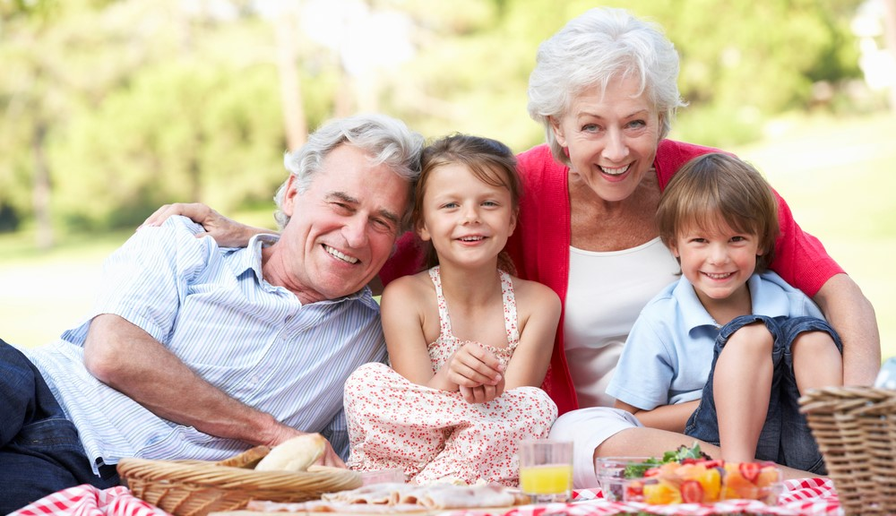 Do výchovy detí sa okrem otca amatky zapájajú tiež prarodičia. Vplyv babičky adeda na deti sa niekedy podceňuje, pritom sa toho od nich môžu mnohé naučiť. Zároveň pre deti môžu byť niekým, kto ich sem tam rozmaznáva adovolí im veci, ktoré rodičia neradi vidia. Do výchovy vnúčat by samozrejme prarodičia bez predchádzajúceho zvolenia nemali zasahovať. […]